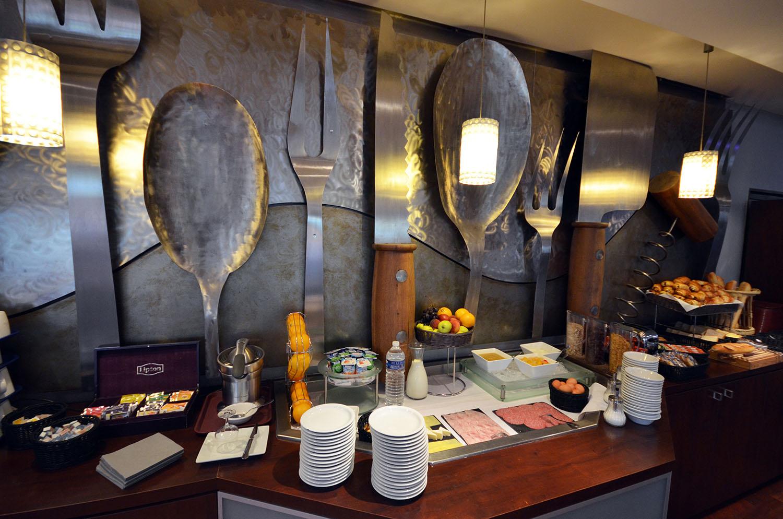 Petit déjeuner hôtel Kyriad Mirande
