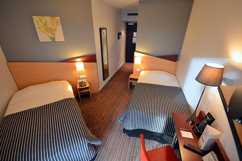 les chambres h tels kyriad dijon h tels gare centre ville et mirande dijon. Black Bedroom Furniture Sets. Home Design Ideas